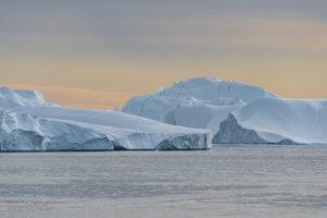 antarctic icebergs mountains